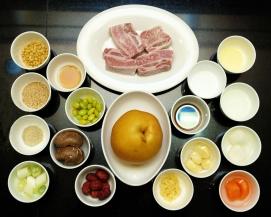 Ingredientes para a preparação do Galbi, prato coreano à base de costela de vaca Divulgação