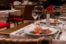 Restaurante do hotel, o Luna Rossa, apresenta seis novos rótulos para os hóspedes