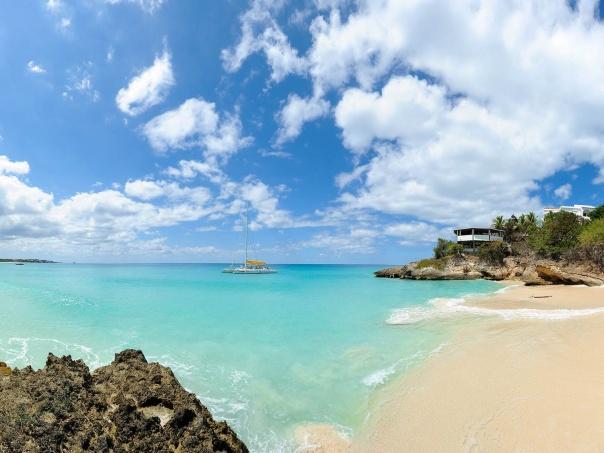 Viajantes brasileiros buscam a tranquilidade da ilha para relaxar