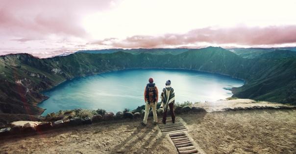 Cratera do vulcão Quilotoa, nos Andes, deu lugar a lagoa azul-turquesa