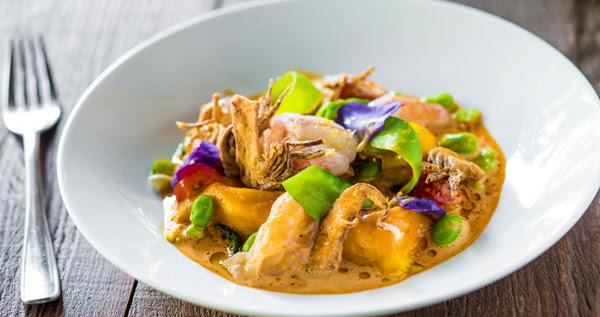 O ravióli com lagostin, tomate e manjericão é um destaque do menu do Sensi Gastronomia