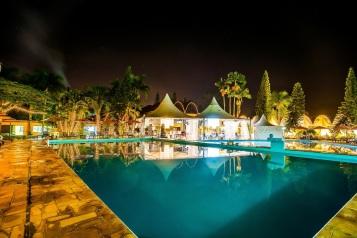 270288_560858_hotel_internacional__piscina_decorada_natal