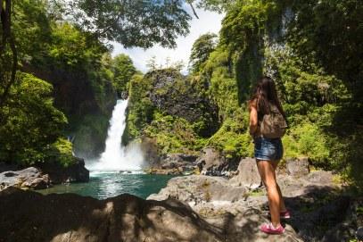 As trilhas em Huilo Huilo revelam lindas paisagens, além de belíssimas cachoeiras, como a Salto Huilo Huilo e Salto O Pum